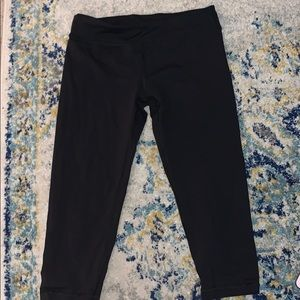Ivivva black cropped leggings